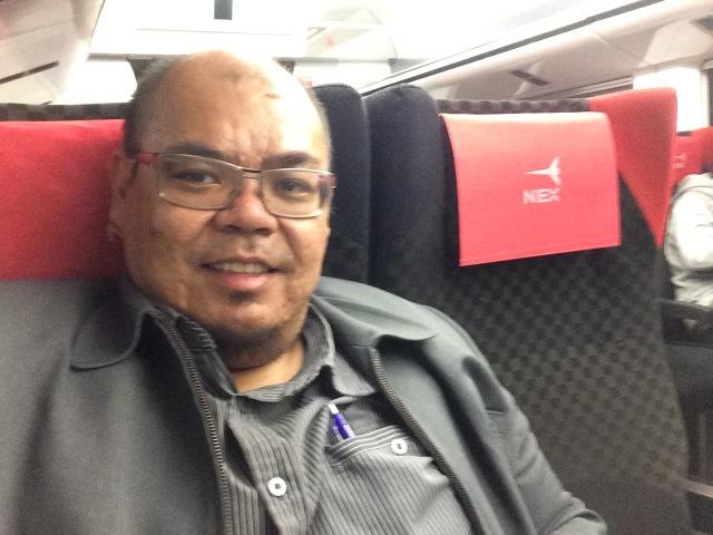 Narsis di dalam Narita Express