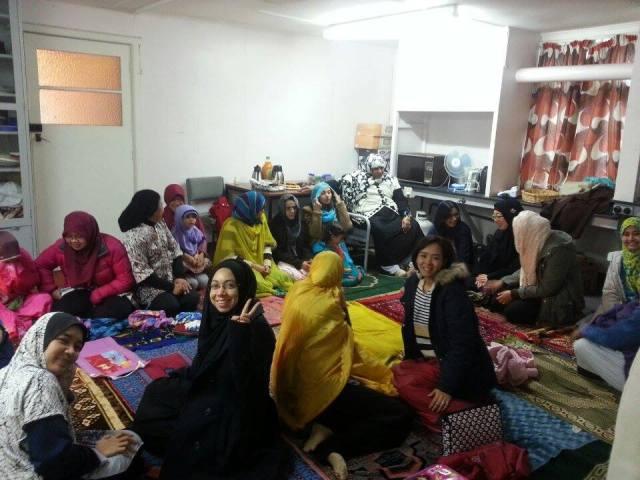 Jamaah Putri Sholat Idul Fitri di Musholla Lincoln University